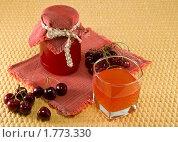 Купить «Варенье и сок из черешни», фото № 1773330, снято 13 июня 2010 г. (c) Светлана Кузнецова / Фотобанк Лори