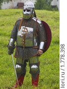 Купить «Средневековый рыцарь в доспехах», фото № 1778398, снято 12 июня 2010 г. (c) Алексей Петров / Фотобанк Лори