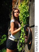 Девушка в старом саду. Стоковое фото, фотограф Андрей Цалко / Фотобанк Лори
