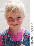 Купить «Девочка улыбается», фото № 1779314, снято 1 июня 2010 г. (c) Igor Lijashkov / Фотобанк Лори