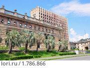 Здание Совета Министров Абхазии, сгоревшее во время абхазо-грузинской войны 1992-93 года (2010 год). Стоковое фото, фотограф Константин Бредников / Фотобанк Лори