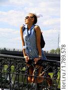 Купить «Молодая красивая девушка в коротком голубом платье», фото № 1789578, снято 21 июня 2010 г. (c) Андрей Аркуша / Фотобанк Лори