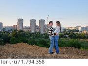 Влюбленная пара на краю города, фото № 1794358, снято 23 августа 2009 г. (c) Арестов Андрей Павлович / Фотобанк Лори