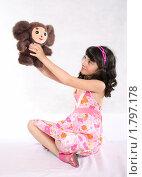 Купить «Девочка с мягкой игрушкой», фото № 1797178, снято 13 июня 2010 г. (c) Татьяна Мельникова / Фотобанк Лори