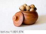 Горшок с орехами. Стоковое фото, фотограф Денис Петров / Фотобанк Лори