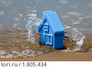 Купить «Игрушечный домик на пляже. Внезапное затопление. Метафора страхования недвижимости.», фото № 1805434, снято 23 июня 2010 г. (c) Антон Балаж / Фотобанк Лори