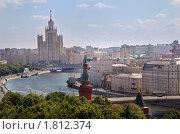 Вид на набережную Москвы-реки и высотку на Котельнической набережной (2010 год). Редакционное фото, фотограф Николай Винокуров / Фотобанк Лори