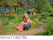 Купить «Женщина с лейкой на приусадебном участке», эксклюзивное фото № 1822702, снято 8 июля 2010 г. (c) Румянцева Наталия / Фотобанк Лори