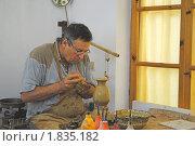 Купить «Работа гончара. Нанесение узора. Болгария», фото № 1835182, снято 14 июня 2010 г. (c) Татьяна Юни / Фотобанк Лори