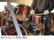 Купить «Барабанщик играет в студии», фото № 1836482, снято 15 мая 2010 г. (c) Сергей Галушко / Фотобанк Лори