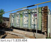 Купить «Ялуторовск. Реконструкция старинного дома», фото № 1839494, снято 24 января 2019 г. (c) Александр Тараканов / Фотобанк Лори