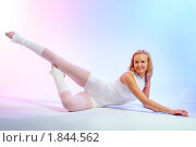 Купить «Очаровательная блондинка  занимается  фитнесом», фото № 1844562, снято 19 мая 2008 г. (c) Михаил Лукьянов / Фотобанк Лори