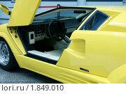 Купить «Автомобиль Lamborghini Countach», фото № 1849010, снято 17 июля 2010 г. (c) Самофалов Владимир Иванович / Фотобанк Лори