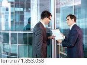 Купить «Коллеги в офисе», фото № 1853058, снято 17 июня 2010 г. (c) Raev Denis / Фотобанк Лори