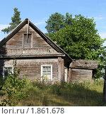 Купить «Старый деревенский дом», фото № 1861678, снято 19 июля 2010 г. (c) Полина Столбушинская / Фотобанк Лори