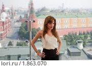 Купить «Анджелина Джоли позирует фотографам на фоне Кремля», фото № 1863070, снято 25 июля 2010 г. (c) Виктор / Фотобанк Лори