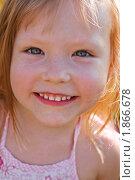 Портрет смешной рыжей девочки. Стоковое фото, фотограф LenaLeonovich / Фотобанк Лори