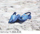 Ботинки на песке (2010 год). Редакционное фото, фотограф Галина Крючкова / Фотобанк Лори