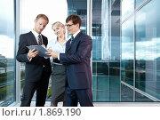 Купить «Успешные бизнесмены в офисе», фото № 1869190, снято 17 июня 2010 г. (c) Raev Denis / Фотобанк Лори