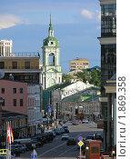 Купить «Москва. Городской пейзаж. Вид на Пятницкую улицу и Церковь Иоанна Предтечи под Бором», эксклюзивное фото № 1869358, снято 18 июня 2010 г. (c) lana1501 / Фотобанк Лори