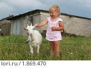 Девочка с козой. Стоковое фото, фотограф Фионова Галина / Фотобанк Лори