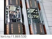 Купить «Деловые люди едут в лифте и смотрят вниз», фото № 1869530, снято 21 июня 2010 г. (c) Raev Denis / Фотобанк Лори