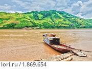 Паром на реке в Северном Вьетнаме (2009 год). Стоковое фото, фотограф Ольга Хорошунова / Фотобанк Лори