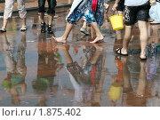 Купить «Отражение ног в воде. Веселье с водой на ВДНХ (ВВЦ).», фото № 1875402, снято 31 июля 2010 г. (c) Елена Морозова / Фотобанк Лори