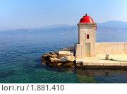 Маяк в гавани острова Брач, Хорватия. Стоковое фото, фотограф Николай Винокуров / Фотобанк Лори