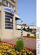 Купить «Омск. Столб нулевого километра у здания главпочтамта», фото № 1884282, снято 2 августа 2010 г. (c) Julia Nelson / Фотобанк Лори