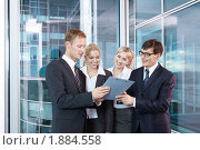 Купить «Команда бизнесменов в офисе», фото № 1884558, снято 17 июня 2010 г. (c) Raev Denis / Фотобанк Лори