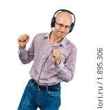 Купить «Мужчина танцует в наушниках», фото № 1895306, снято 29 июля 2010 г. (c) Давид Мзареулян / Фотобанк Лори
