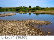 Каменистый берег реки и деревья на берегу. Стоковое фото, фотограф ac / Фотобанк Лори