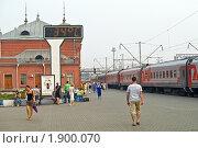 Купить «Перрон на вокзале в городе Казань», фото № 1900070, снято 9 августа 2010 г. (c) Parmenov Pavel / Фотобанк Лори