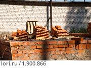 Купить «Строительство гаража для личного автомобиля», фото № 1900866, снято 27 июня 2010 г. (c) Олег Тыщенко / Фотобанк Лори