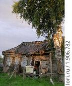 Падающий дом. Стоковое фото, фотограф Юлия Дозорец / Фотобанк Лори