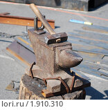 Молот и наковальня. Стоковое фото, фотограф Ерёмин Никита / Фотобанк Лори