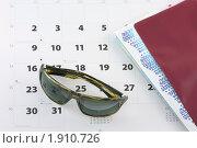 Солнцезащитные очки, билеты и календарь. Стоковое фото, фотограф Bellastera / Фотобанк Лори