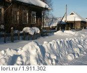 Купить «Зима в деревне. Сельская улица. Дома в снегу», фото № 1911302, снято 20 февраля 2004 г. (c) VPutnik / Фотобанк Лори