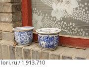 Купить «Традиционные китайские глиняные горшки. Хутун - старая улица Пекина», фото № 1913710, снято 16 июля 2010 г. (c) Жукова Юлия / Фотобанк Лори