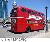 Купить «Туристический автобус в Канаде», фото № 1915090, снято 30 мая 2010 г. (c) Ольга Соболева / Фотобанк Лори