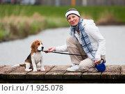 Купить «Девушка с собакой на прогулке», фото № 1925078, снято 5 апреля 2010 г. (c) Петр Кириллов / Фотобанк Лори