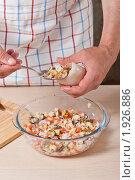 Купить «Фаршированные кальмары, пошаговый процесс: фаршировка», эксклюзивное фото № 1926886, снято 23 августа 2010 г. (c) Давид Мзареулян / Фотобанк Лори