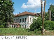 Купить «Углич. Разрушенный старый двухэтажный дом», эксклюзивное фото № 1928886, снято 14 августа 2010 г. (c) lana1501 / Фотобанк Лори