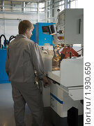 Купить «Рабочий у станка заводе по производству осевого режущего инструмента в Рыбинске», фото № 1930650, снято 26 апреля 2010 г. (c) Ivan Ru / Фотобанк Лори