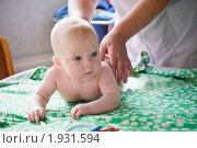 Детский массаж. Стоковое фото, фотограф Артем Костров / Фотобанк Лори