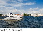 Купить «Моторная яхта на Неве. Санкт-Петербург», эксклюзивное фото № 1935570, снято 22 августа 2010 г. (c) Александр Щепин / Фотобанк Лори