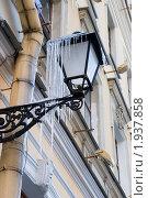 Купить «Обледеневший уличный фонарь», эксклюзивное фото № 1937858, снято 14 марта 2010 г. (c) Александр Щепин / Фотобанк Лори