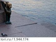 Грифон на набережной Невы, эксклюзивное фото № 1944174, снято 1 сентября 2010 г. (c) Александр Алексеев / Фотобанк Лори