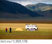 Купить «Туристы в горах. Хмурое утро», фото № 1955178, снято 17 августа 2010 г. (c) Andrey M / Фотобанк Лори